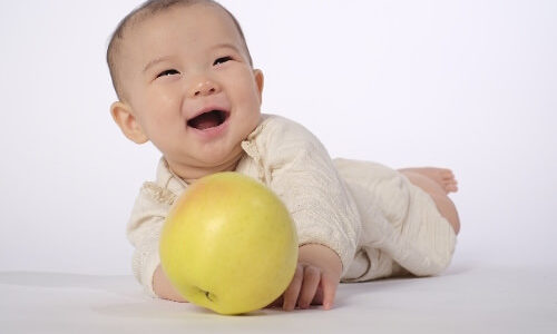 赤ちゃんのフローリング対策にコルクマット!お母さんも安心!