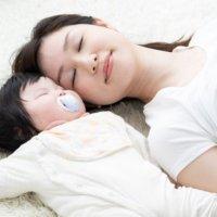 赤ちゃん添い寝