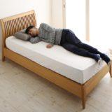 長身男性 ベッド